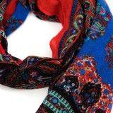Chèche rouge et bleu imprimé style néo-russe