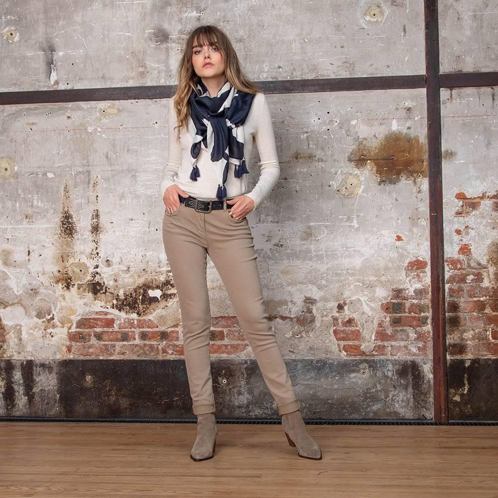 Pantalon slim marron effet push up en gabardine stretch