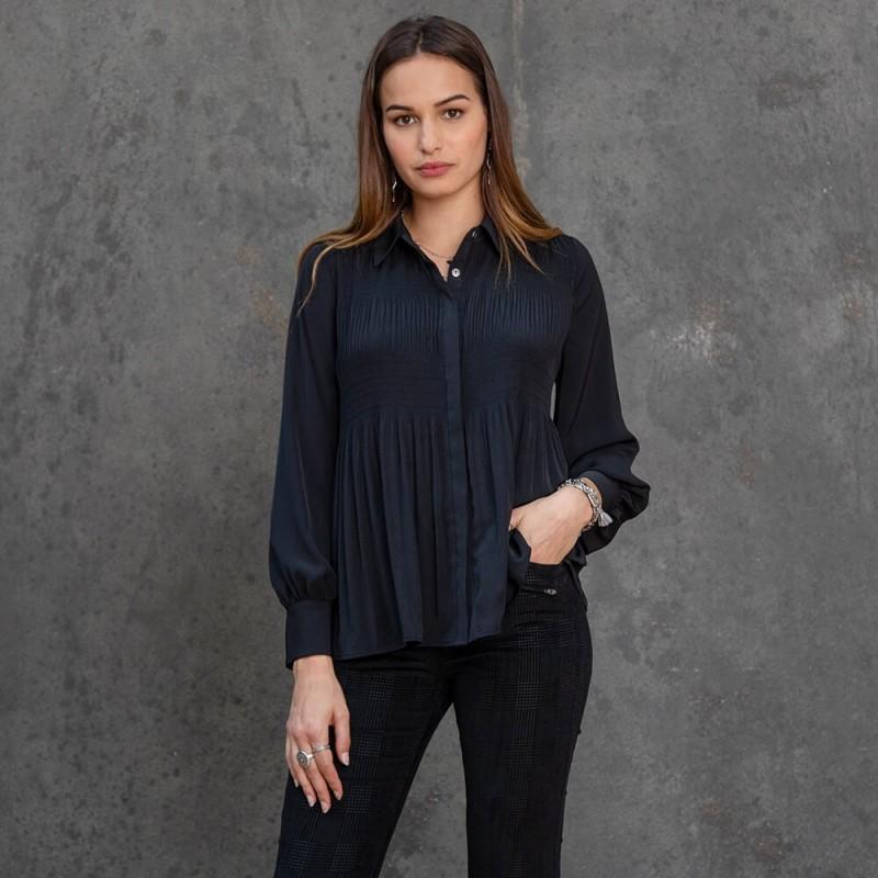 Chemise noire à manches plissées amples