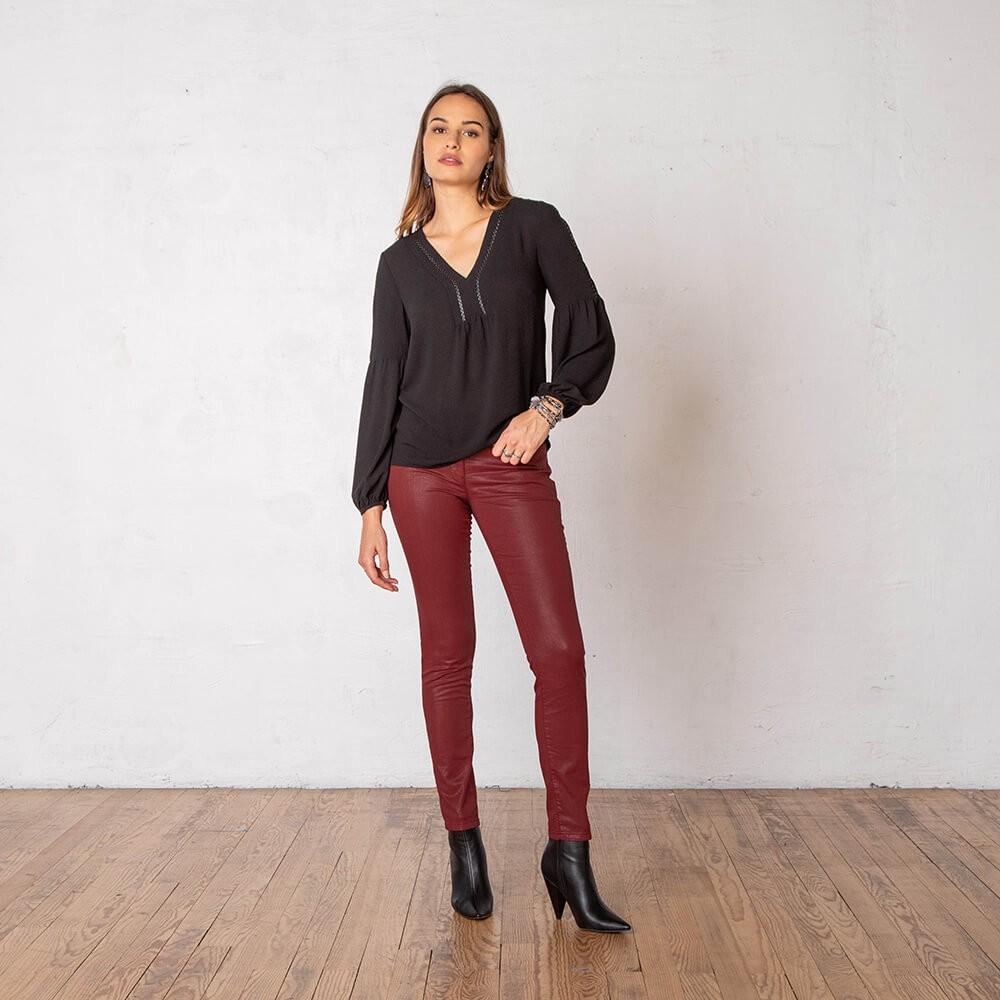 Pantalon slim enduit en stretch couleur rouille