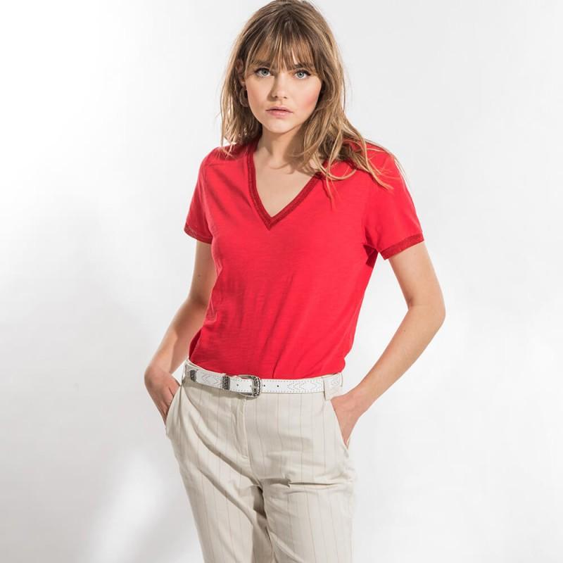 T-shirt rouge éco-responsable en coton bio à col V et manches courtes