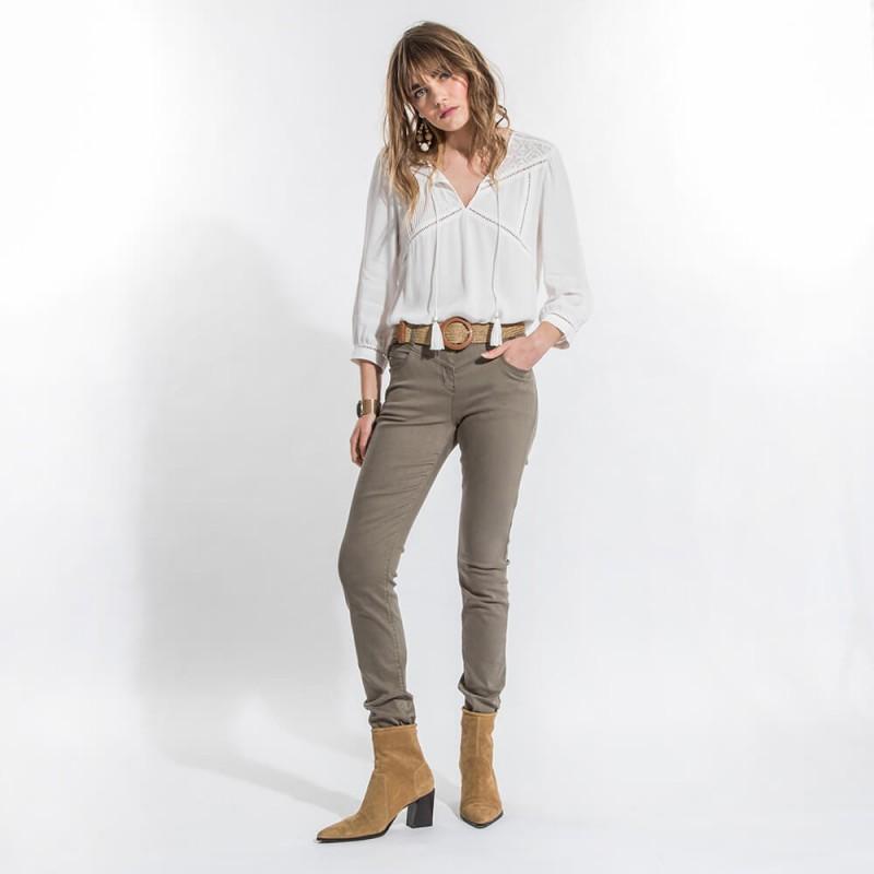 Pantalon slim kaki confortable et galbant en coton et lyocell éco-responsable