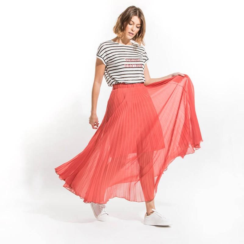 Jupe longue plissée rouge en voile avec ceinture élastique