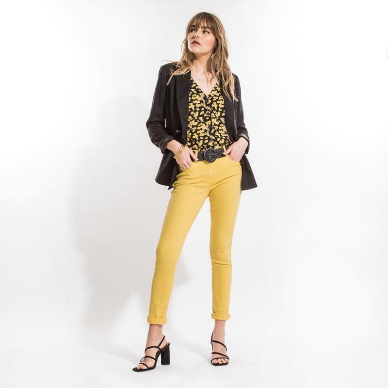 Pantalon slim jaune confortable et galbant en coton et lyocell éco-responsable
