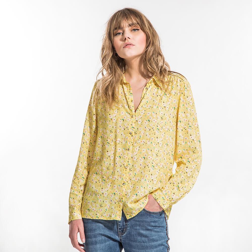 Chemise droite et fluide en voile de viscose imprimé jaune à manches longues