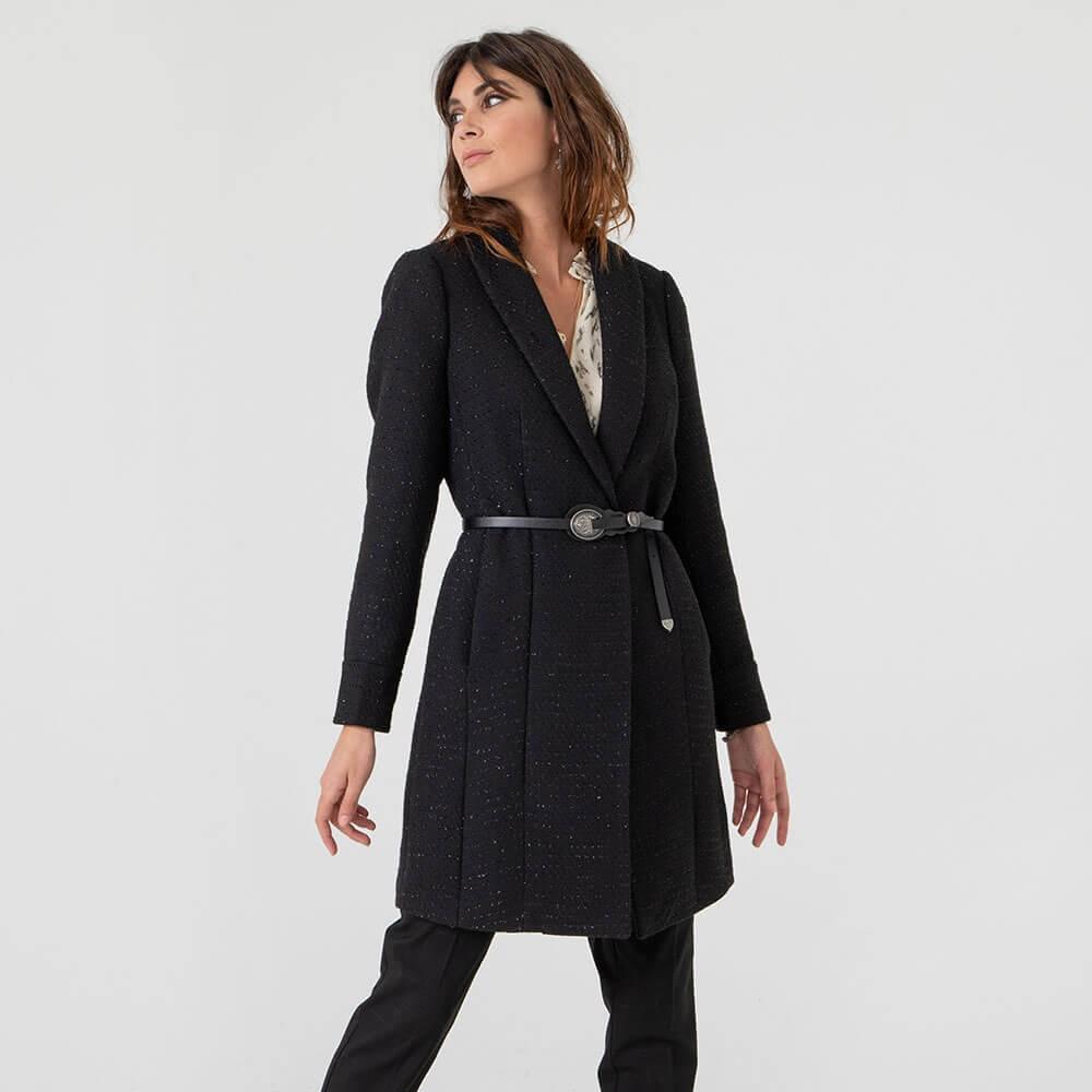 Manteau noir en tweed et ceinture avec boucle en métal
