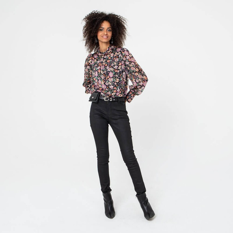 Jean noir brut et bandes effet cuir