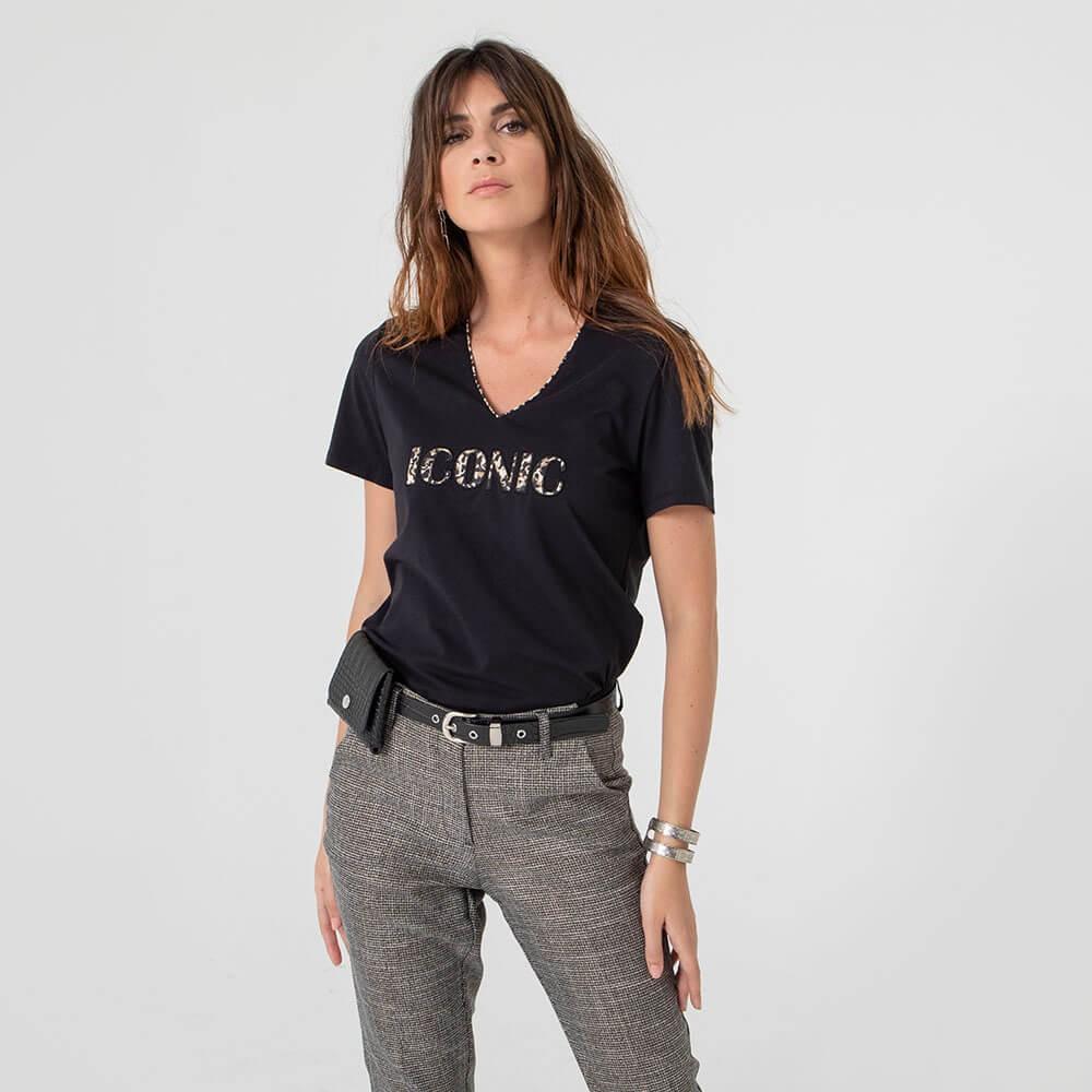 Tee-shirt noir avec lettres en tissu léopard
